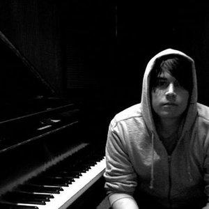 Singer-songwriter Joshua Staar