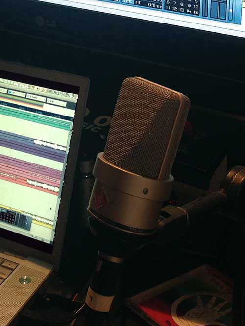 Neumann TLM-103 microphone and Cubase DAW software