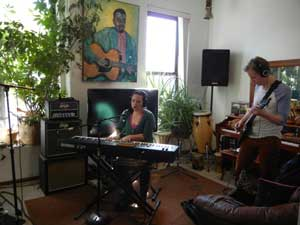 Sarah Eide performs on the Chicago Acoustic Underground podcast