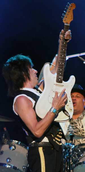 Jeff Beck performing in 2011 with a Wilkinson Roller Nut-equipped Stratocaster. (Courtesy Wikimedia Commons)