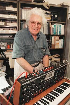 bob-moog-minimoog-voyager-synthesizer-thumb