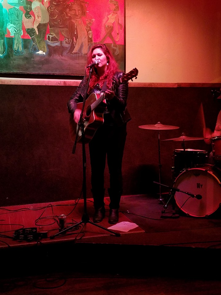 Meghann Wright, using her Fender Acoustic and entrancing voice at the Tonic Room in Chicago.