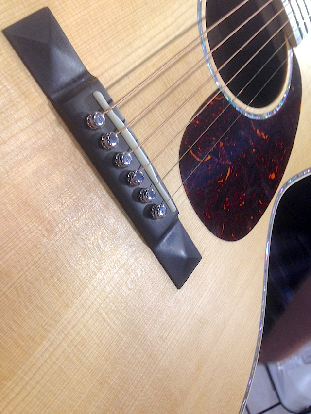 Liquid metal bridge pins on the Martin SS-00L41-16.