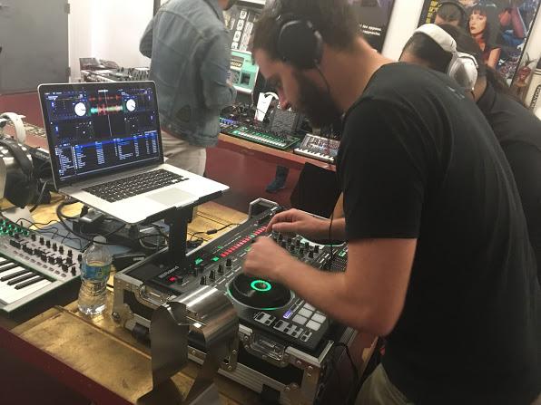 Roland DJ-808 Professional DJ Controller