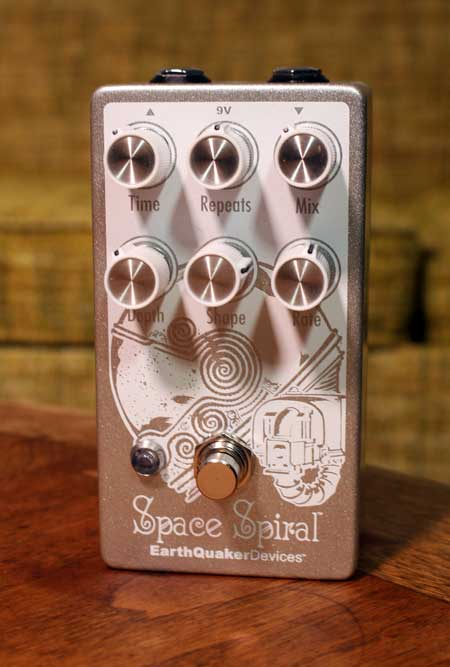 Earthquaker Devices Space Spiral Modulated Reverb