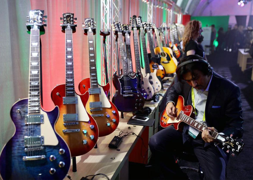 A CES attendee plays a Les Paul in the Gibson Brands booth