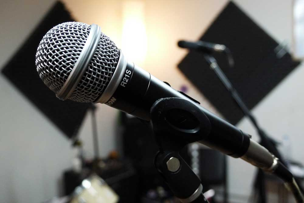 dynamic mics in studio