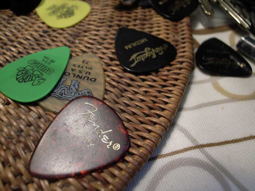 An array of pick types and gauges.