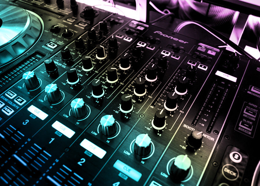 Understanding how a DJ mixer works