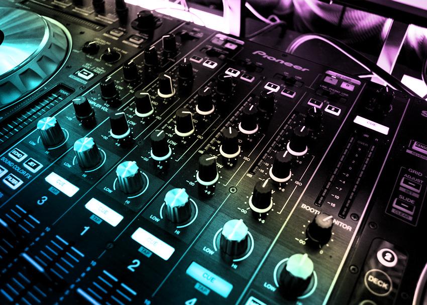 Understanding how a DJ mixer works