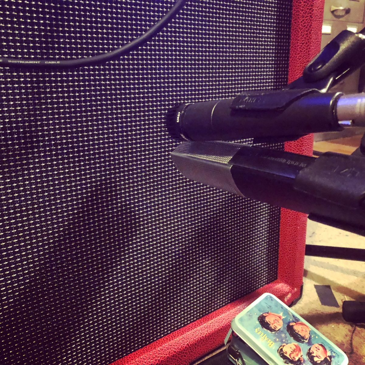 Placement of the SM57 and MD441 on guitar cabinet