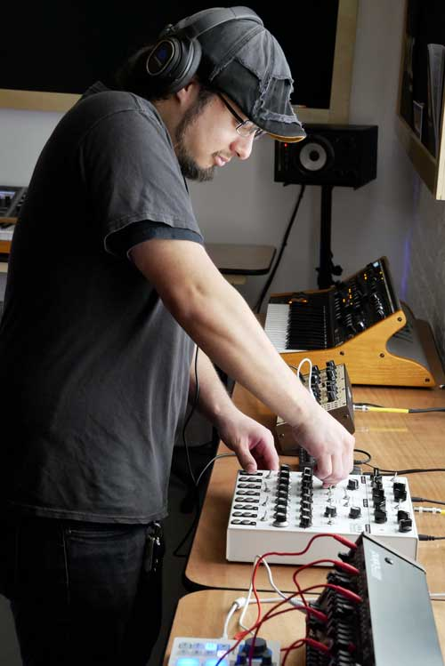 Synth House curator Marty Pelayo gets his hands on the Soma Laboratories Lyra-8.