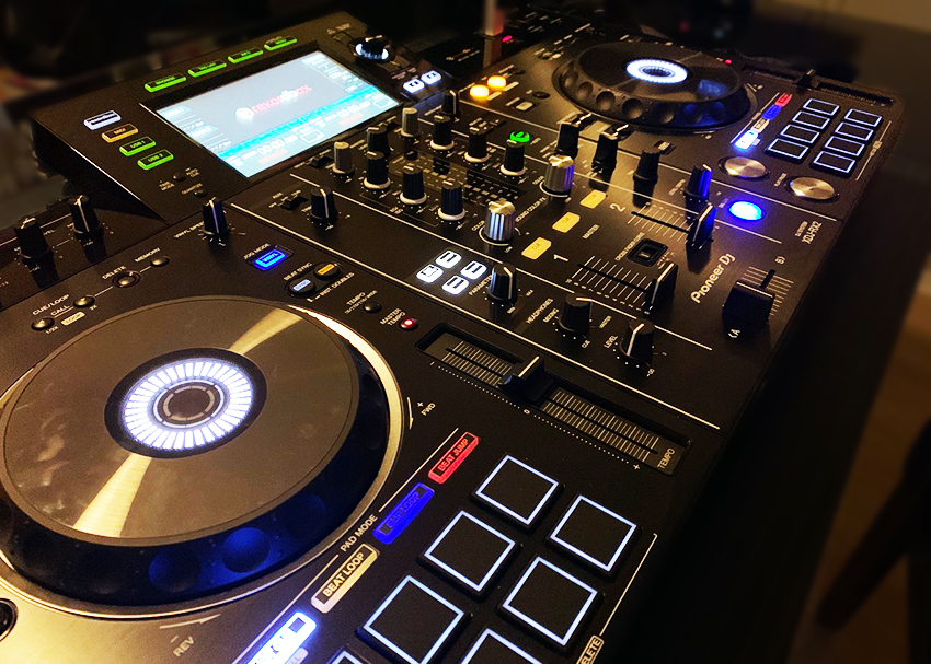 Pioneer DJ XDJ-RX2 Review