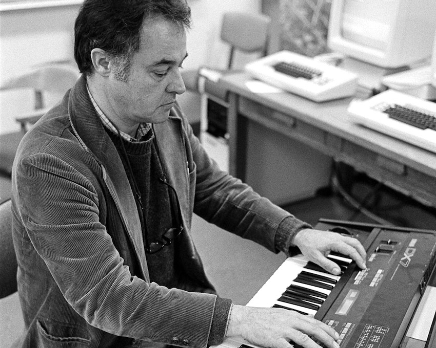 John Chowning and the Yamaha DX7 Synthesizer at (CCRMA). Credit: Chuck Painter / Stanford News Service