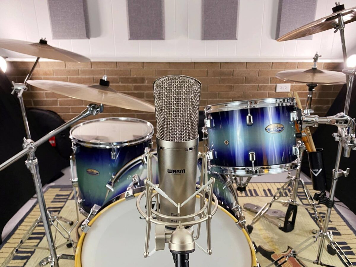 Recording Drums with One Microphone: Cardioid Polar Pattern, in front of kit